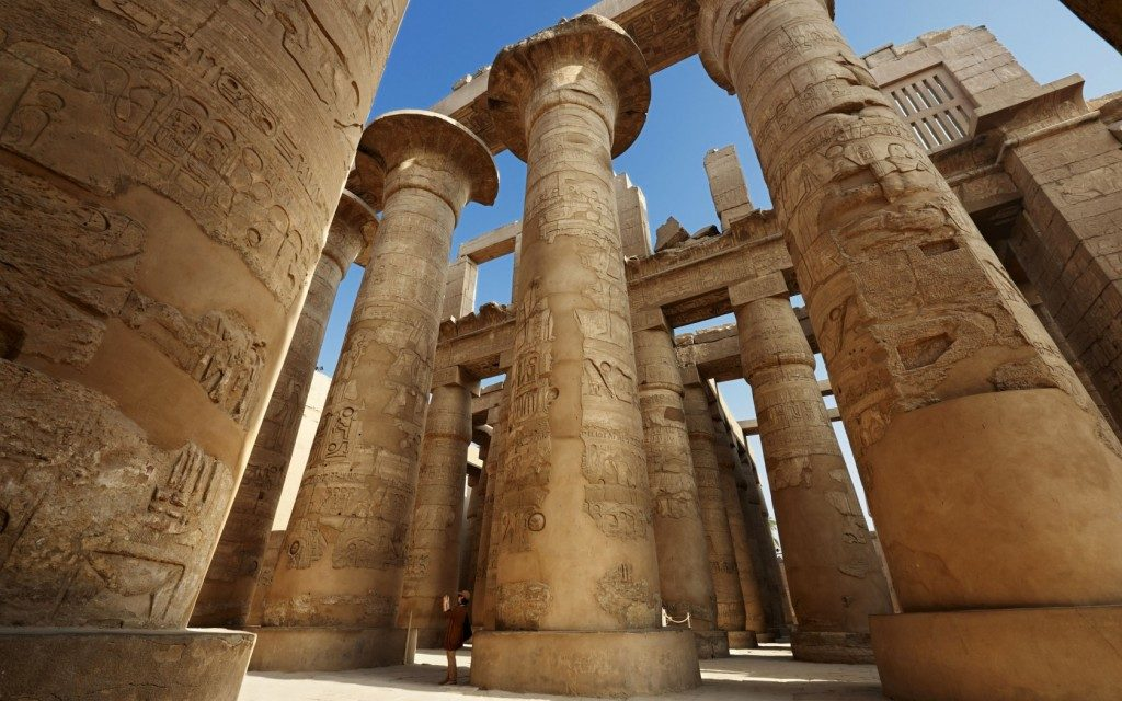 pillars-inside-karnak-temple